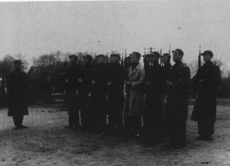 trys juodos varnos ir trys balti kariai)