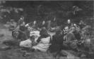 partizanai pietauja